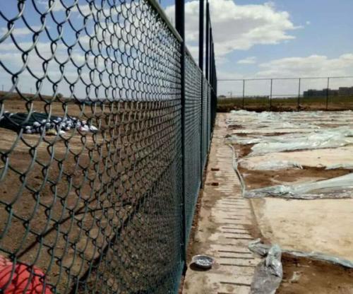 球场护栏的安装
