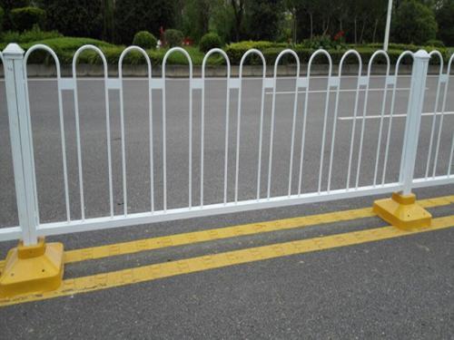 公路护栏的应用