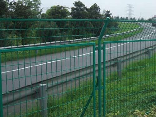 公路护栏 (1)